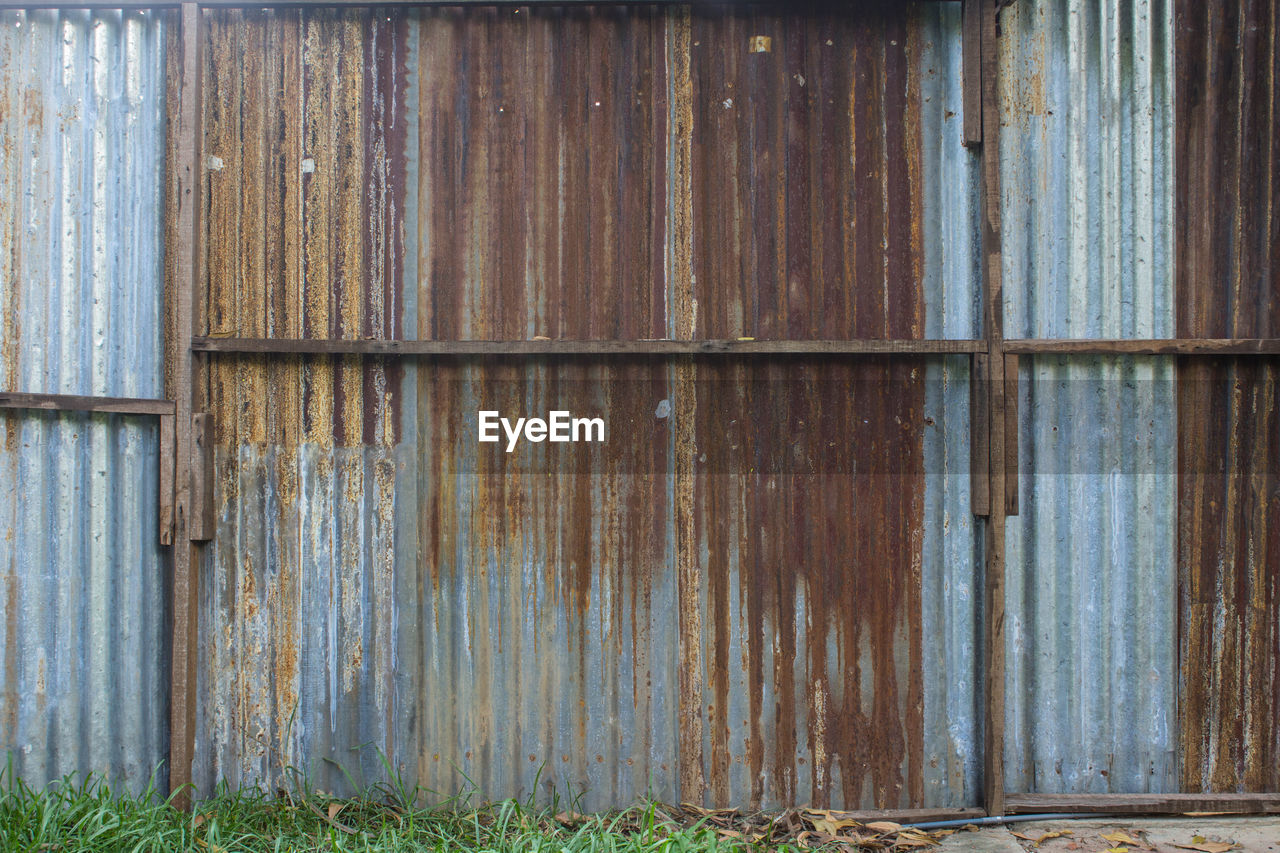 no people, wood - material, metal, day, security, safety, protection, pattern, entrance, door, rusty, built structure, old, architecture, weathered, full frame, backgrounds, building exterior, closed, corrugated iron, outdoors, iron, corrugated, deterioration