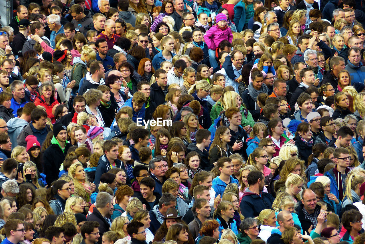 crowd, large group of people, group of people, real people, men, high angle view, stadium, women, full frame, day, sport, adult, togetherness, fan - enthusiast, architecture, city, spectator, abundance, watching