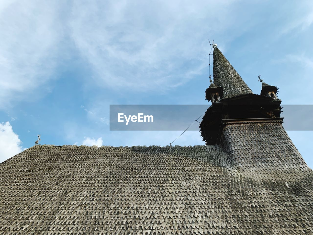LOW ANGLE VIEW OF ROOF OF BUILDING