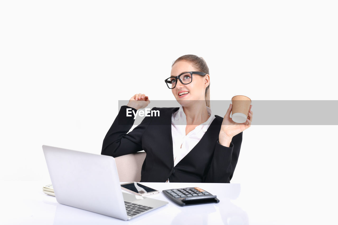 smiling, communication, technology, one person, business, eyeglasses, white background, wireless technology, laptop, studio shot, young adult, glasses, connection, young women, front view, computer, indoors, looking at camera, copy space, using laptop, beautiful woman