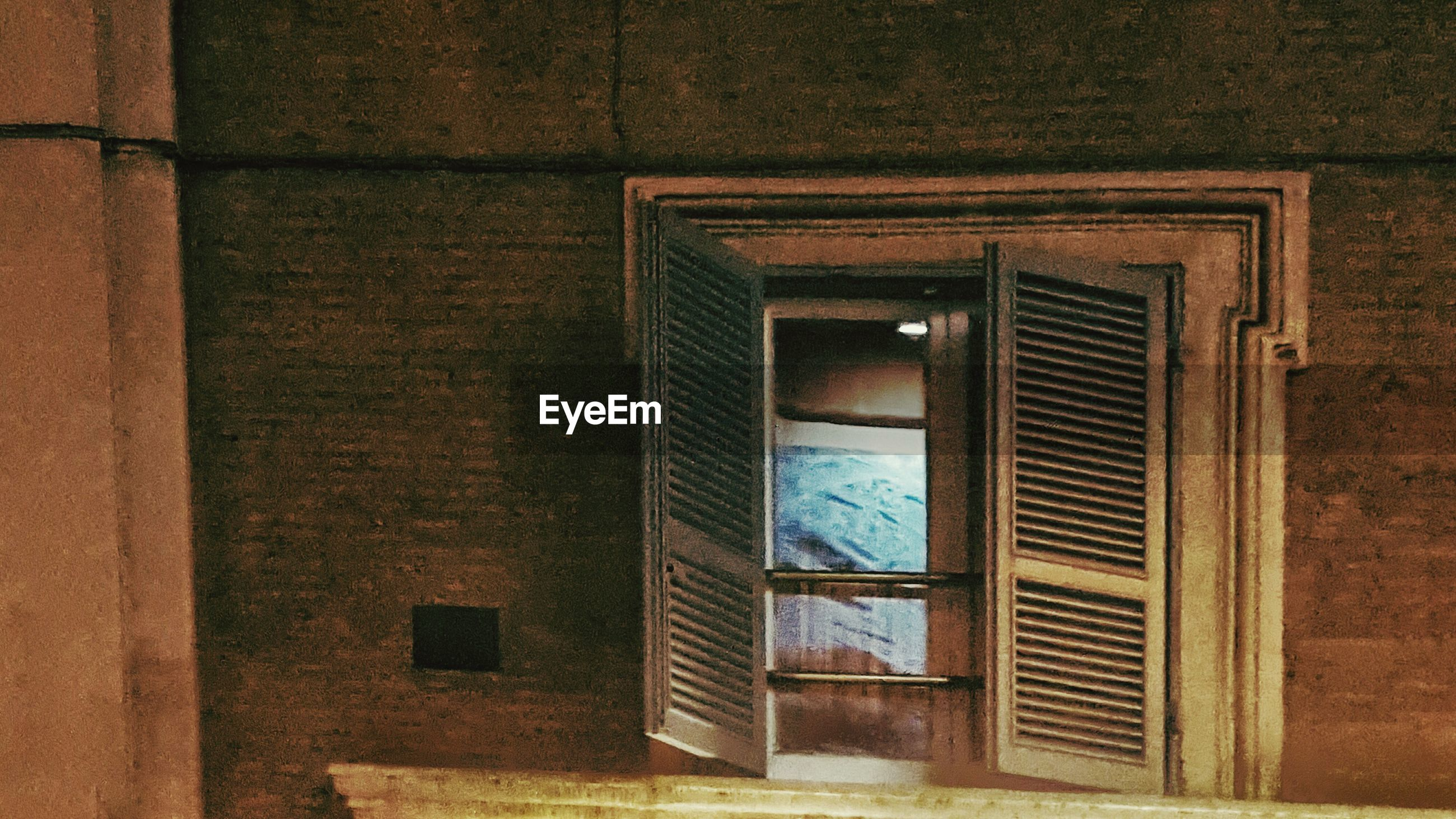 architecture, built structure, building exterior, window, closed, door, house, wall - building feature, brick wall, wood - material, building, wall, pattern, residential structure, no people, day, sunlight, residential building, outdoors, entrance
