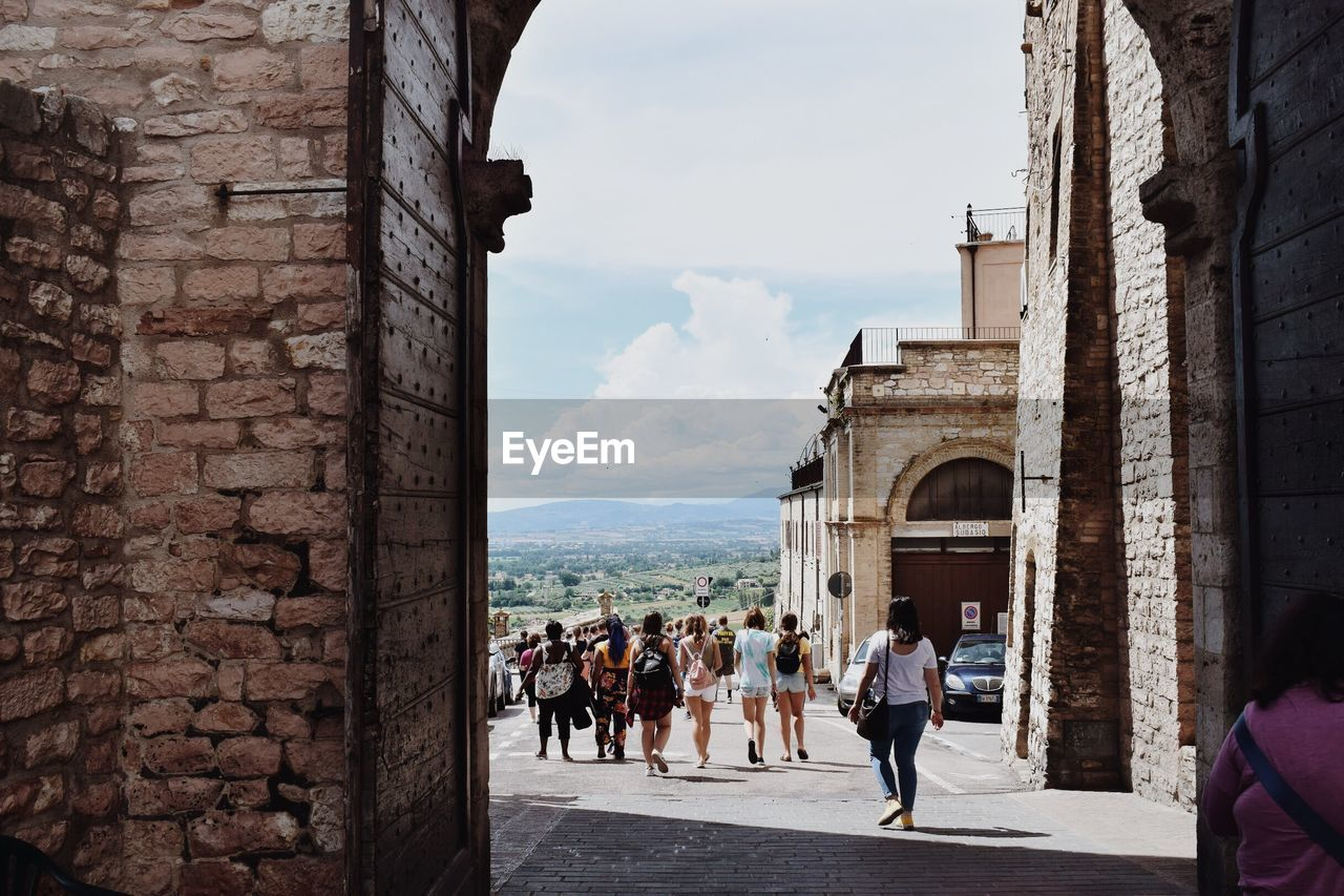 architecture, built structure, building exterior, group of people, crowd, large group of people, real people, sky, arch, women, adult, men, history, day, the past, city, nature, travel, lifestyles, building, outdoors, stone wall