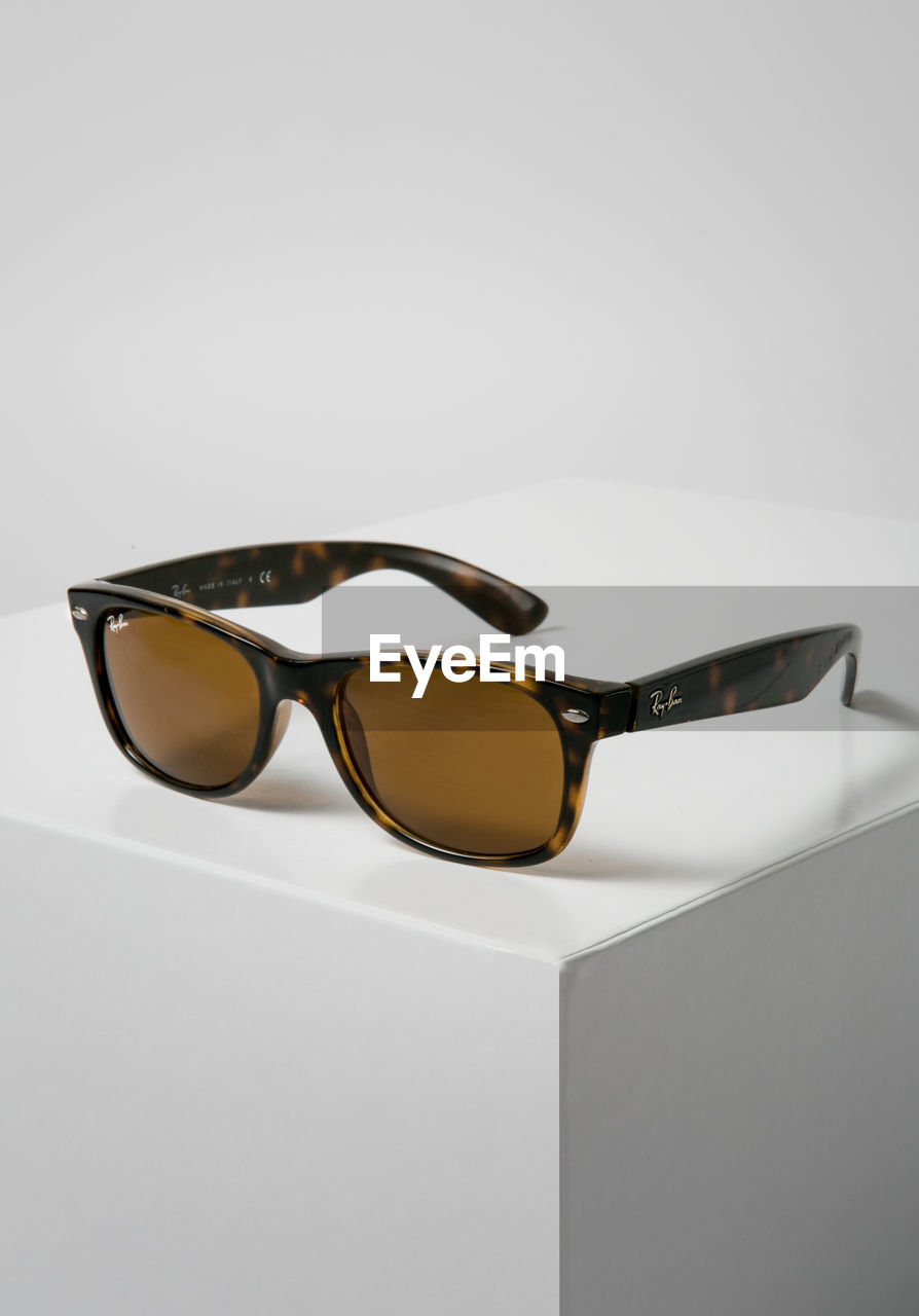 glasses, studio shot, sunglasses, still life, fashion, indoors, close-up, copy space, white background, no people, personal accessory, transparent, single object, reflection, eyeglasses, security, protection, table, glass - material, eyesight, eyewear