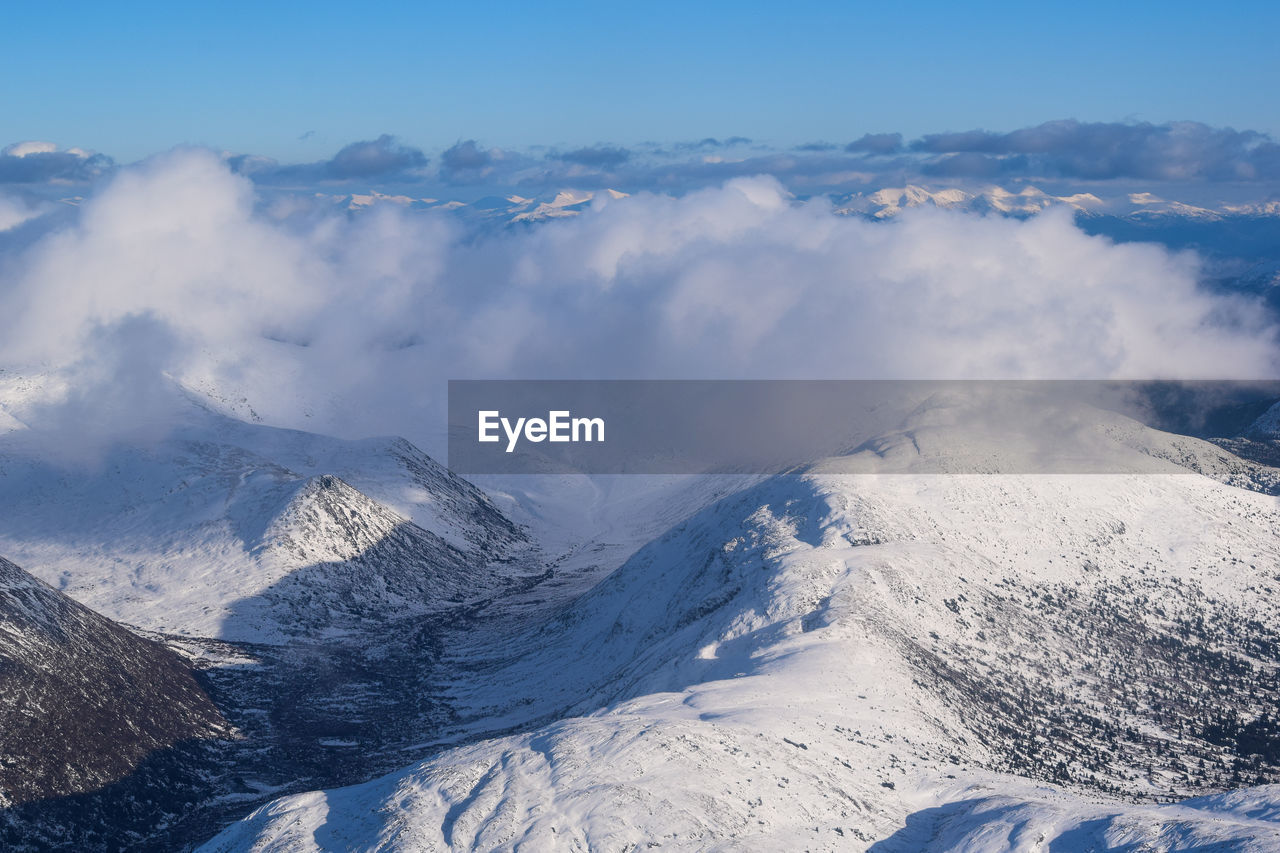 AERIAL VIEW OF SNOWCAPPED LANDSCAPE AGAINST SKY