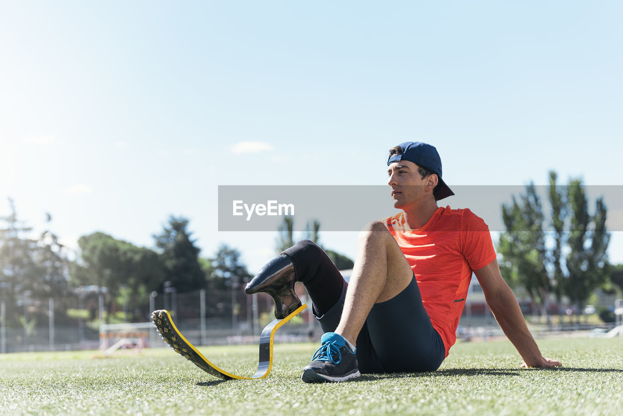 Man with prostethic leg resting after run