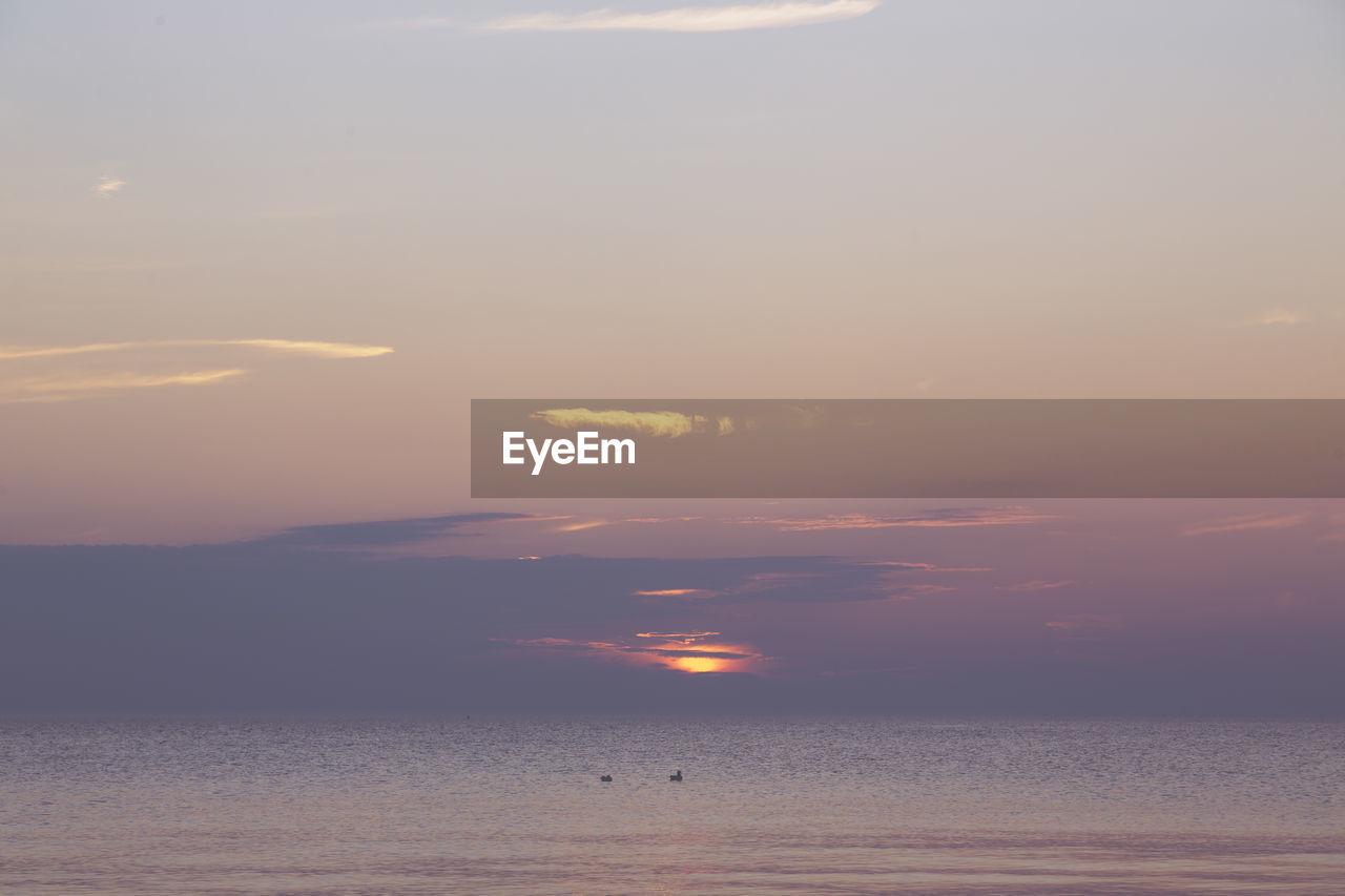 sky, sunset, beauty in nature, scenics - nature, tranquility, water, tranquil scene, cloud - sky, sea, horizon over water, orange color, idyllic, sun, horizon, waterfront, nature, no people, non-urban scene, sunlight, outdoors