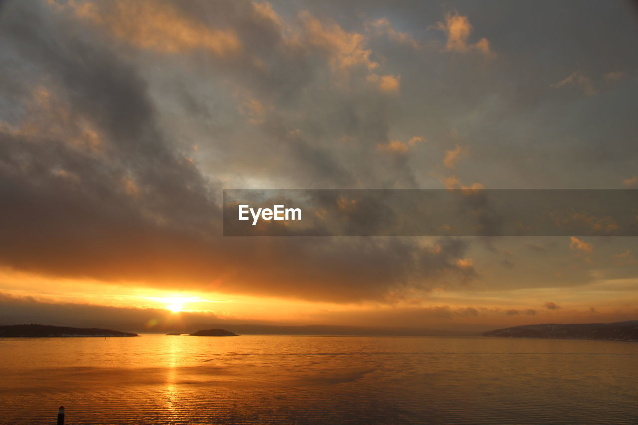 sky, sunset, cloud - sky, scenics - nature, beauty in nature, water, tranquility, orange color, sea, tranquil scene, horizon over water, horizon, idyllic, nature, no people, waterfront, non-urban scene, sun, outdoors