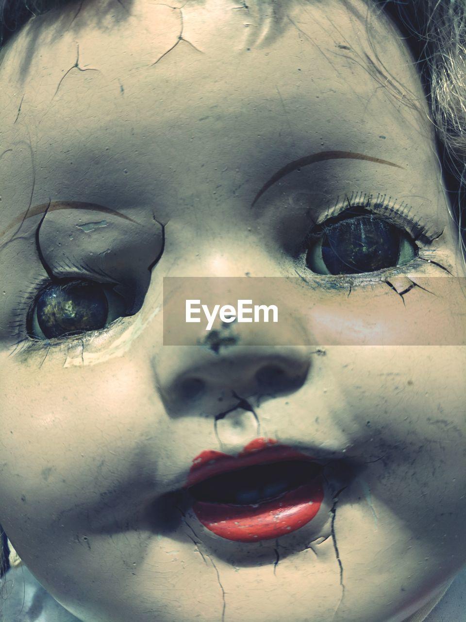 close-up, human eye, childhood, human face, girls, one person, real people, human body part, indoors, day, eyelash, eyeball