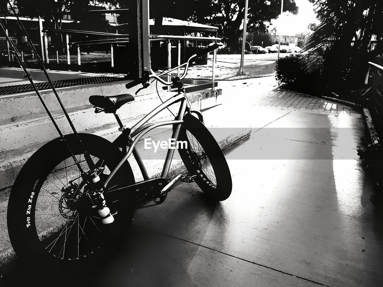 bicycle, transportation, mode of transport, land vehicle, wheel, stationary, no people, day, outdoors, built structure, bicycle rack, tire, architecture