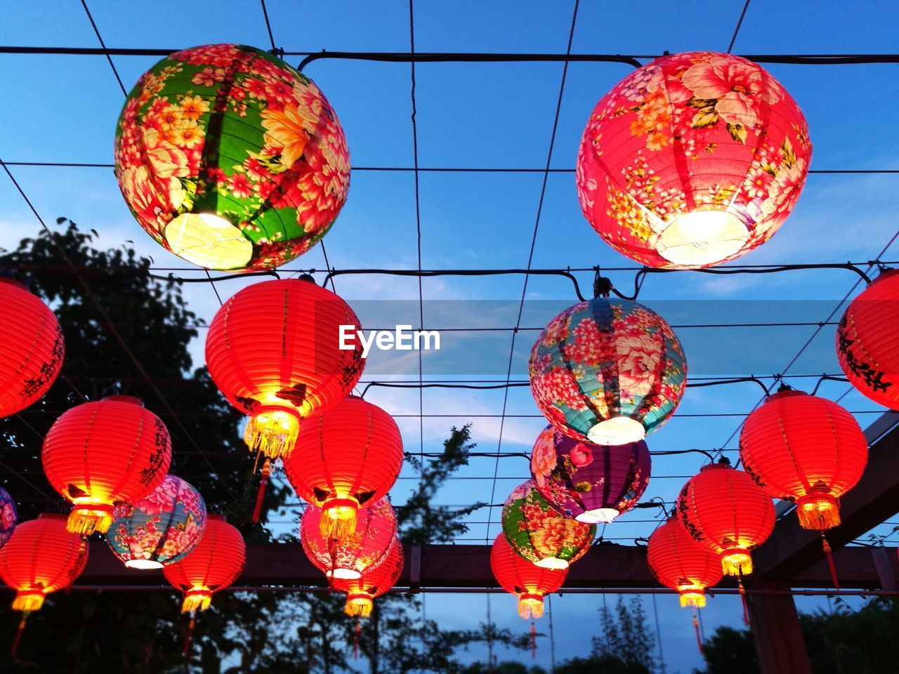 lighting equipment, lantern, low angle view, chinese lantern, hanging, decoration, illuminated, celebration, red, architecture, no people, sky, building exterior, built structure, traditional festival, festival, in a row, chinese lantern festival, chinese new year, electricity, outdoors, paper lantern