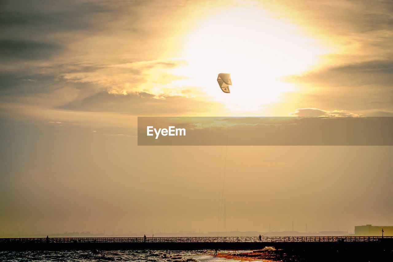 sunset, sky, adventure, mid-air, outdoors, parachute, sun, nature, sport, flying, hot air balloon, extreme sports, beauty in nature, architecture, paragliding, no people, city, cityscape, day