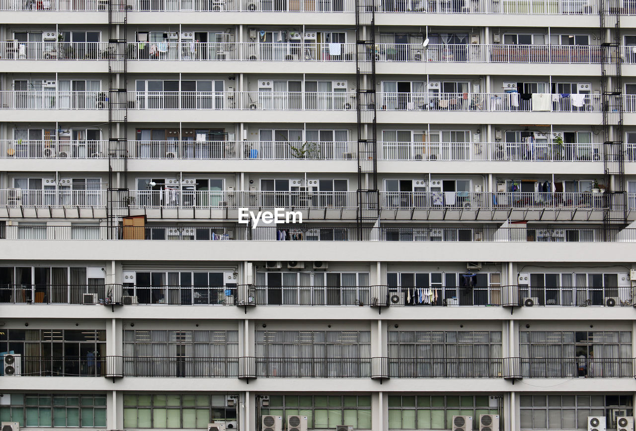 full frame, outdoors, apartment, architecture, day, no people, city