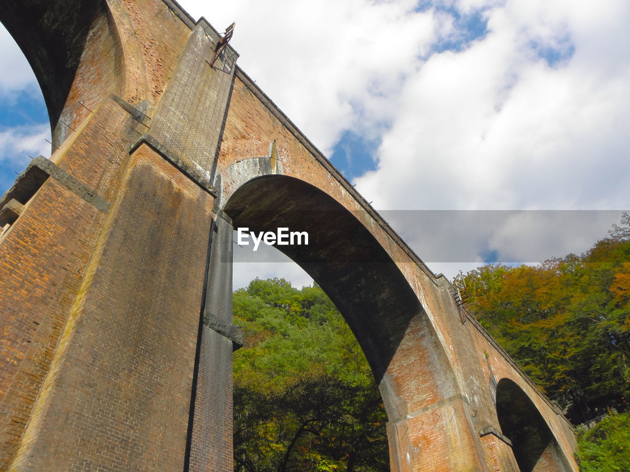 architecture, built structure, sky, arch, cloud - sky, nature, connection, low angle view, day, no people, bridge, bridge - man made structure, plant, tree, transportation, outdoors, arch bridge, history, viaduct