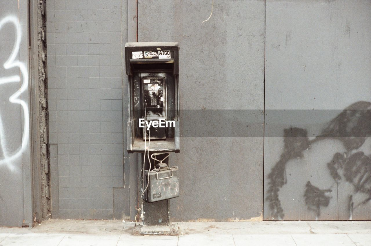 communication, abandoned, indoors, no people, old-fashioned, pay phone, day, architecture, built structure, telephone booth, technology
