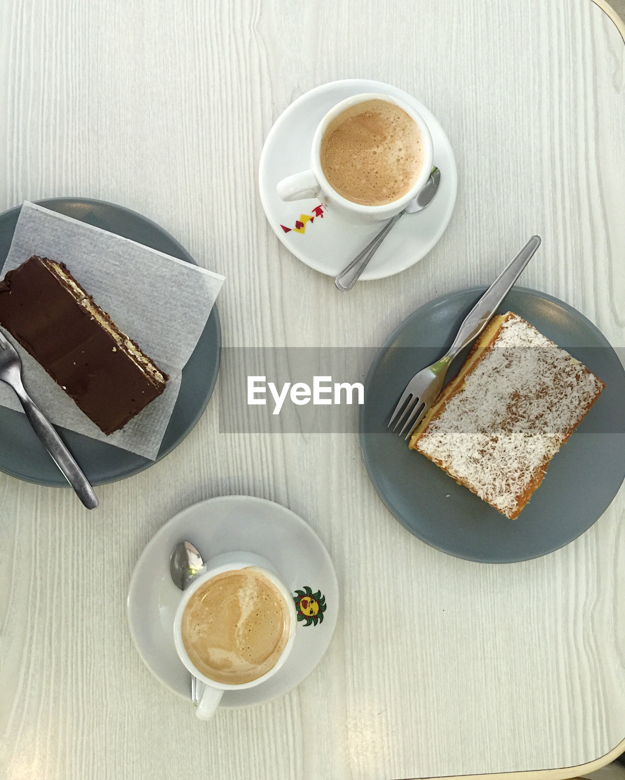 HIGH ANGLE VIEW OF BREAKFAST ON COFFEE