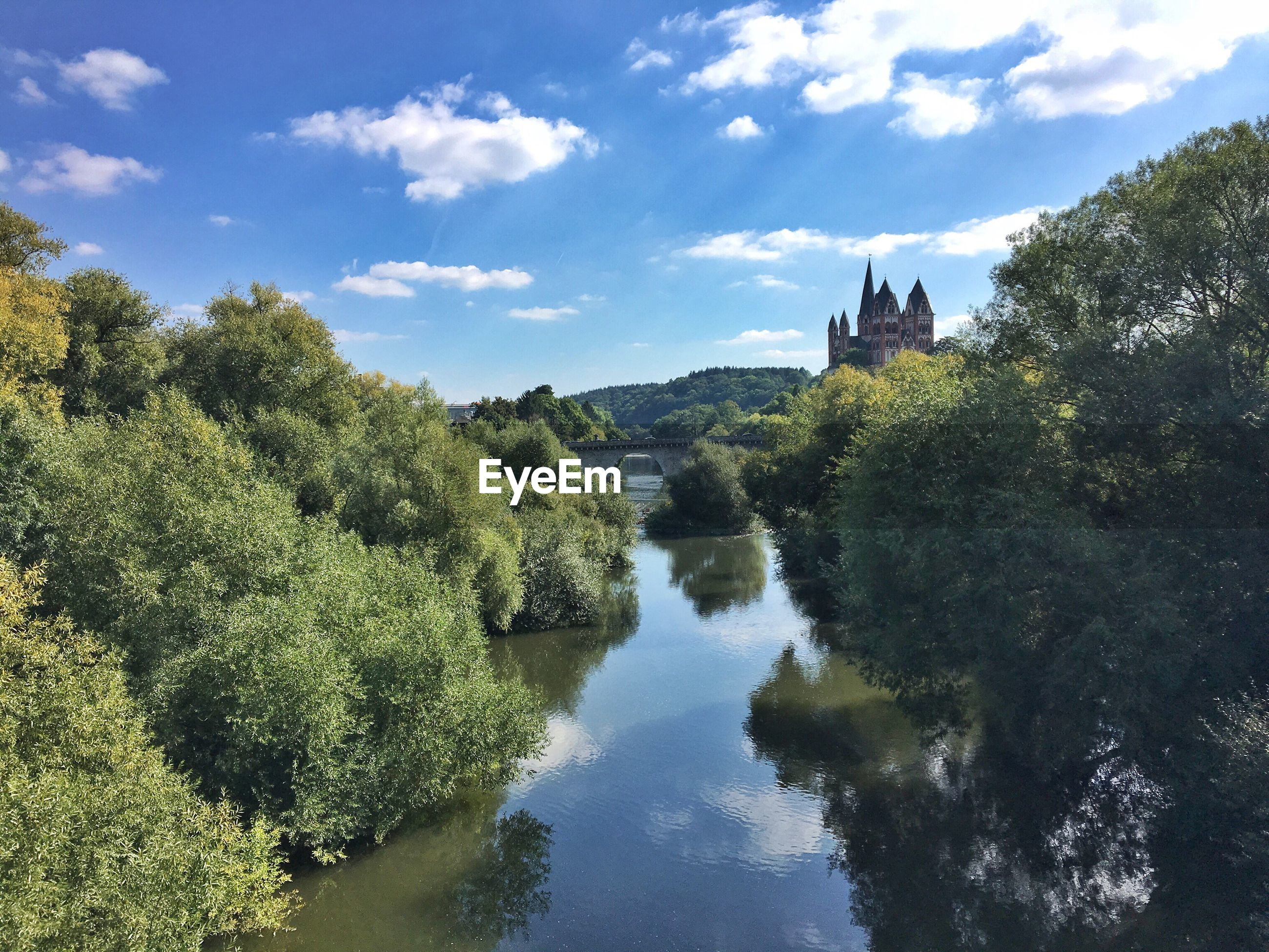 Limburg cathedral by lahn river against sky