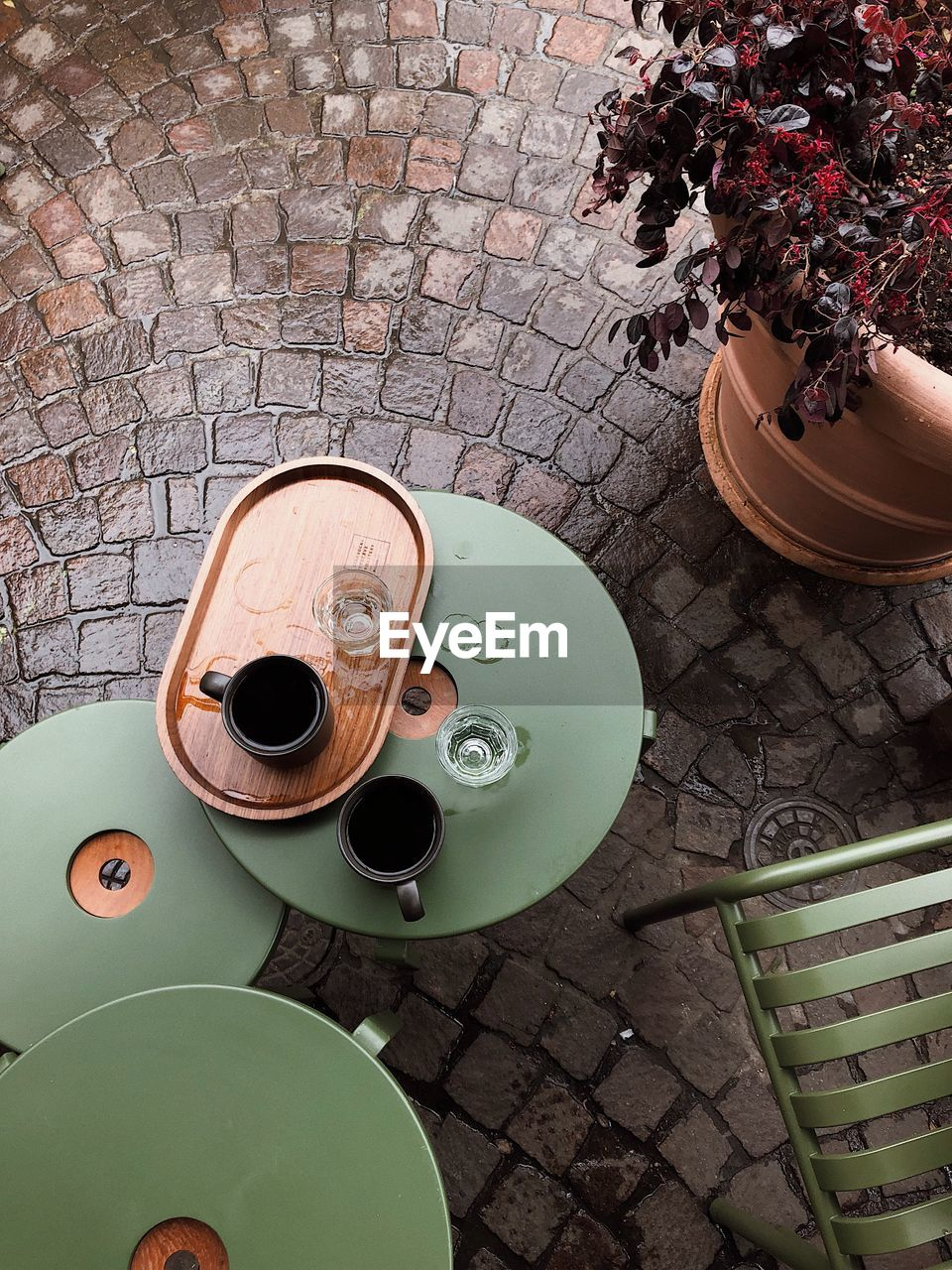 HIGH ANGLE VIEW OF COFFEE AND TABLE