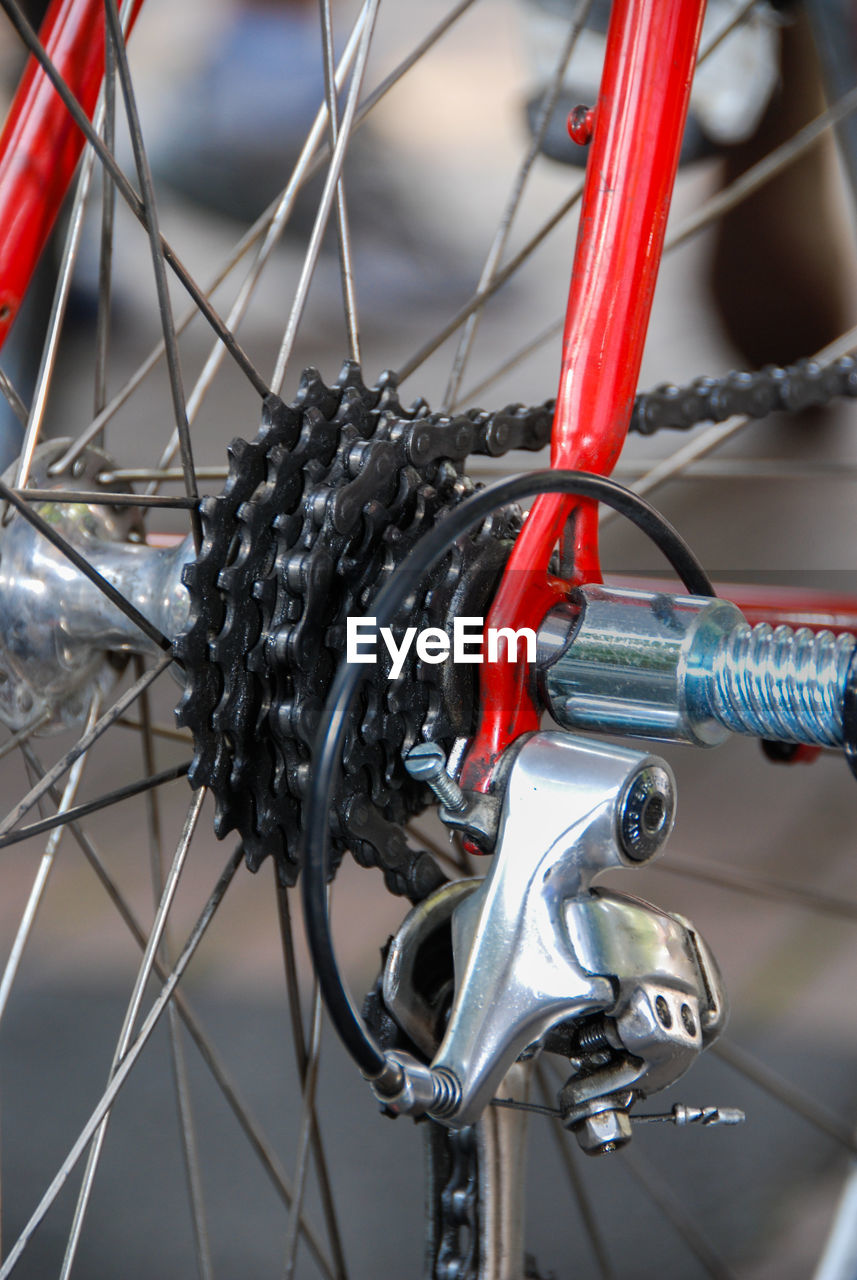 bicycle, focus on foreground, close-up, transportation, mode of transportation, no people, metal, land vehicle, spoke, handlebar, day, stationary, wheel, outdoors, travel, handle, vehicle part, detail, red, selective focus, tire, tangled