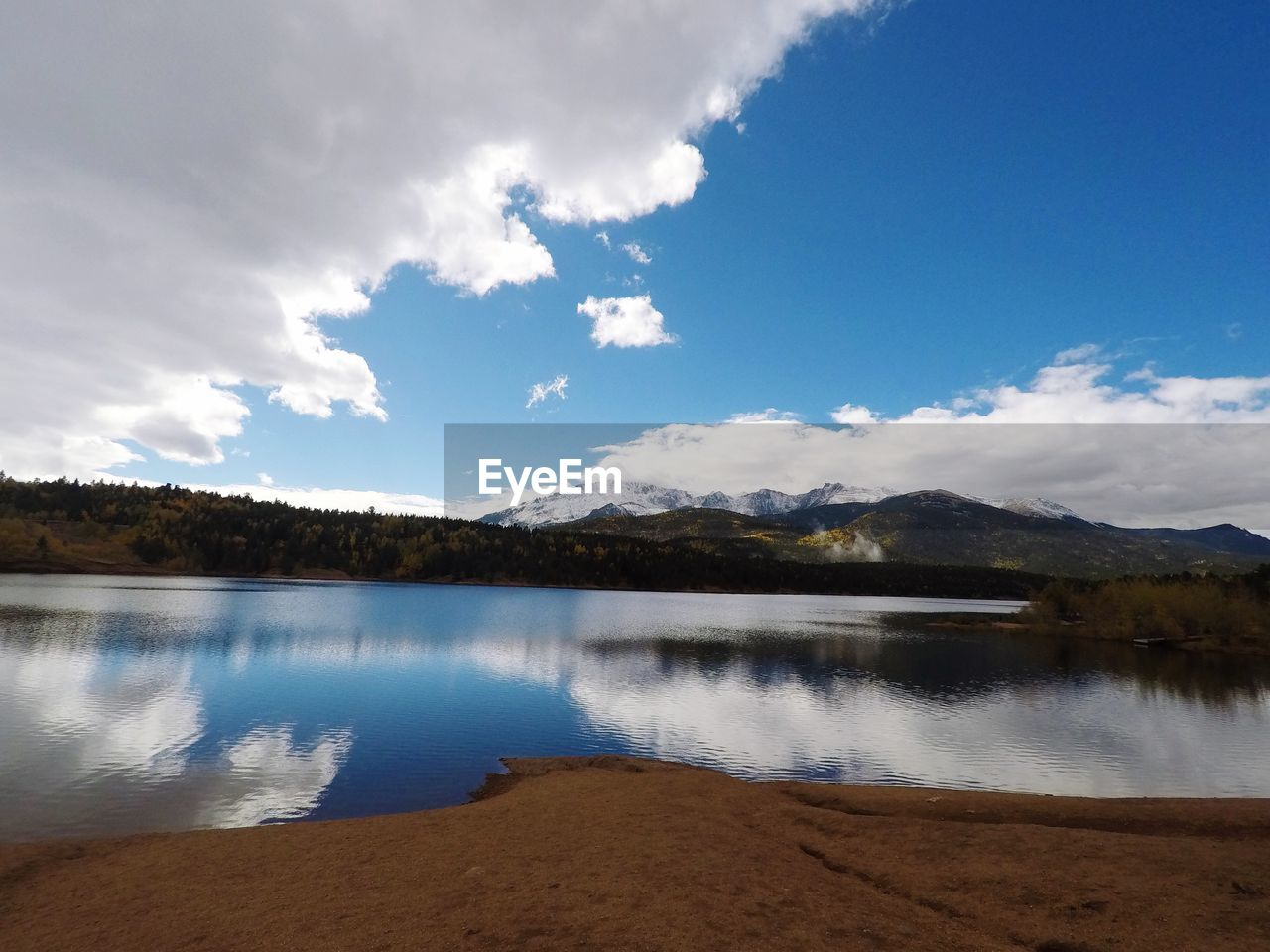 scenics, lake, tranquil scene, beauty in nature, sky, tranquility, mountain, cloud - sky, water, nature, no people, outdoors, day, mountain range, landscape, tree