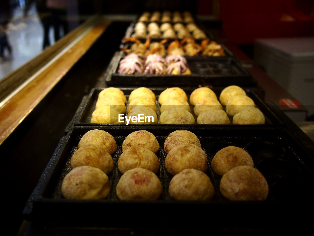 food, food and drink, freshness, in a row, indoors, arrangement, retail, baked, still life, side by side, no people, for sale, sweet food, close-up, ready-to-eat, store, tray, indulgence, order, large group of objects, baking sheet, retail display, temptation, snack, preparing food