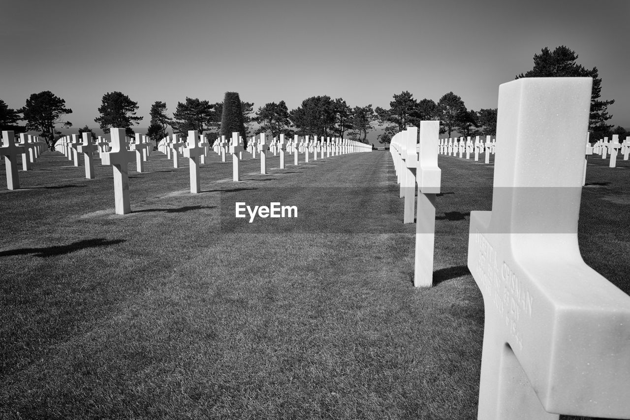 cemetery, tombstone, memorial, in a row, graveyard, outdoors, tree, gravestone, no people, day, grass, nature, sky, military