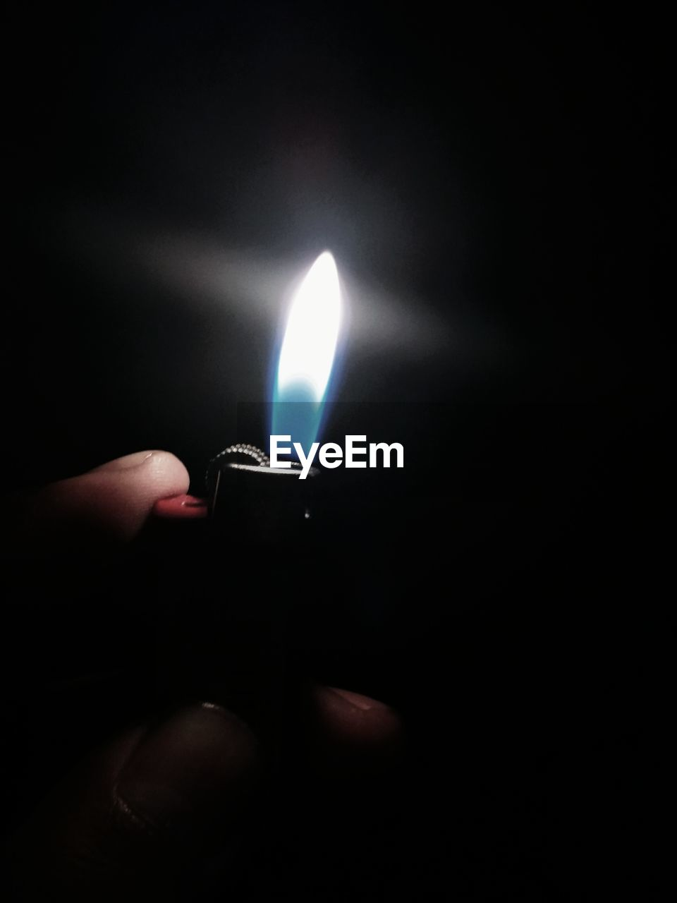 fire - natural phenomenon, flame, burning, human hand, holding, human body part, human finger, heat - temperature, one person, cigarette lighter, real people, glowing, illuminated, close-up, night, unrecognizable person, black background, darkroom, studio shot, indoors, people
