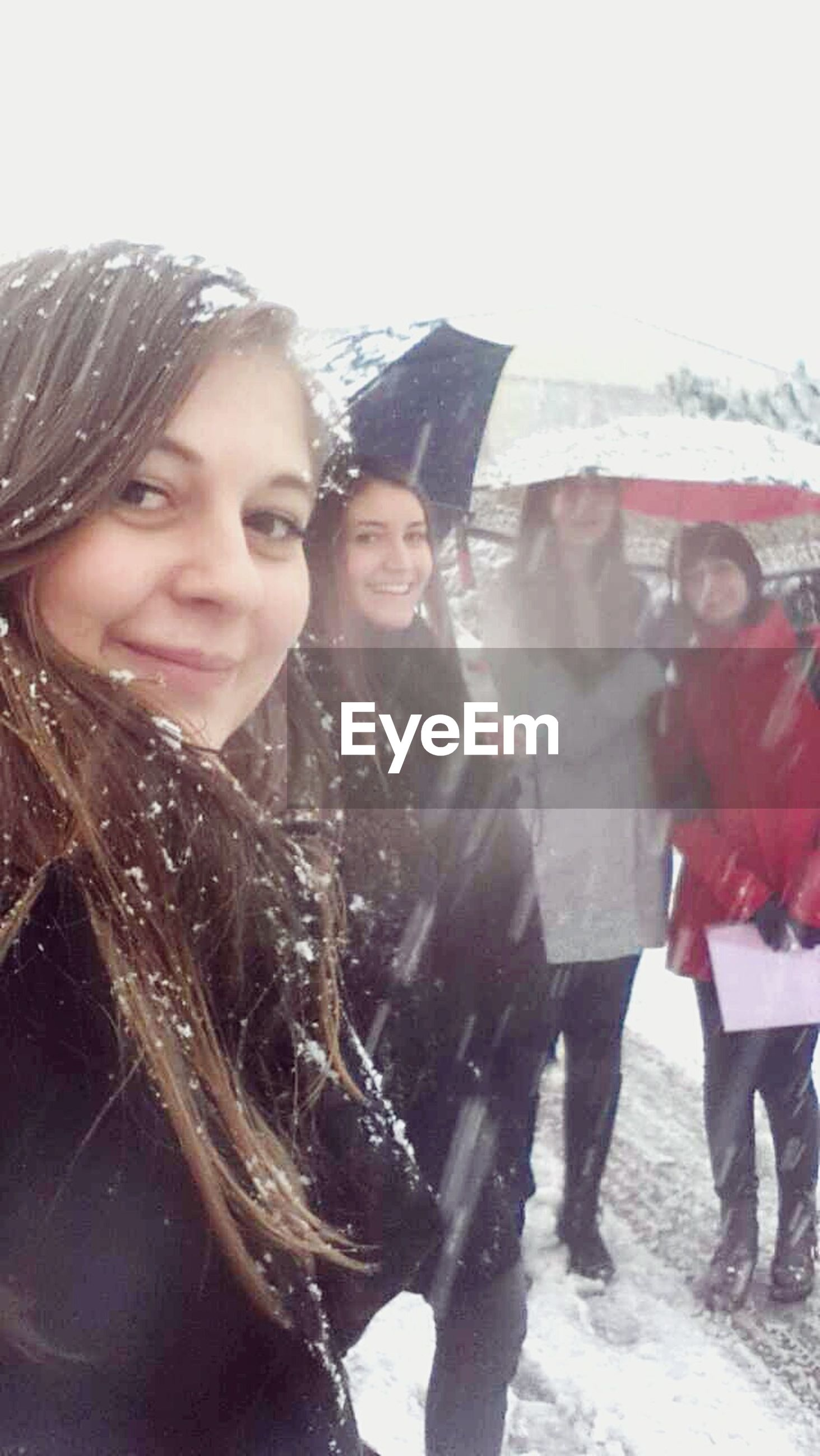 lifestyles, young adult, young women, person, leisure activity, looking at camera, portrait, togetherness, happiness, smiling, front view, casual clothing, bonding, enjoyment, long hair, winter, standing