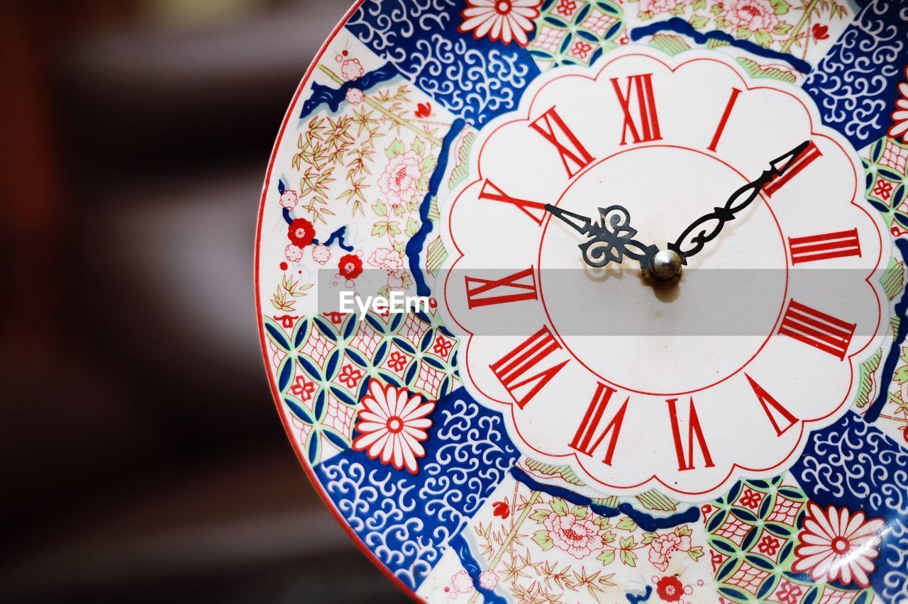 pattern, floral pattern, close-up, focus on foreground, indoors, design, no people, shape, art and craft, table, still life, single object, creativity, ceramics, multi colored, high angle view, circle, selective focus, day, crockery