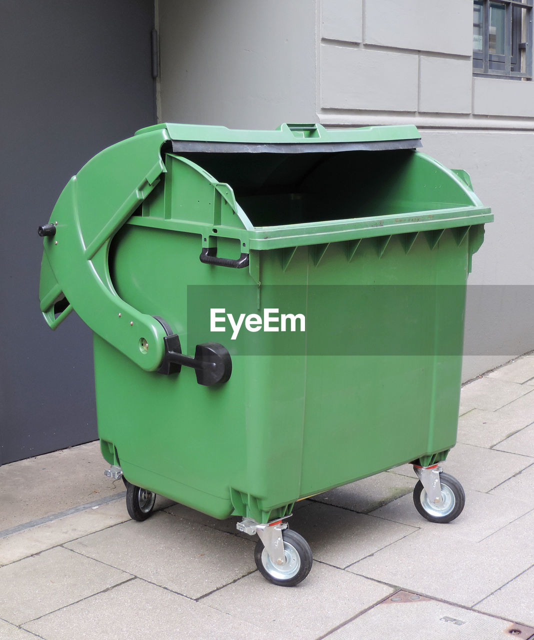 green color, garbage bin, recycling bin, no people, garbage can, recycling, day, environmental issues, container, outdoors, environmental conservation, close-up, environment, hygiene, garbage, footpath, nature, architecture, plastic, city
