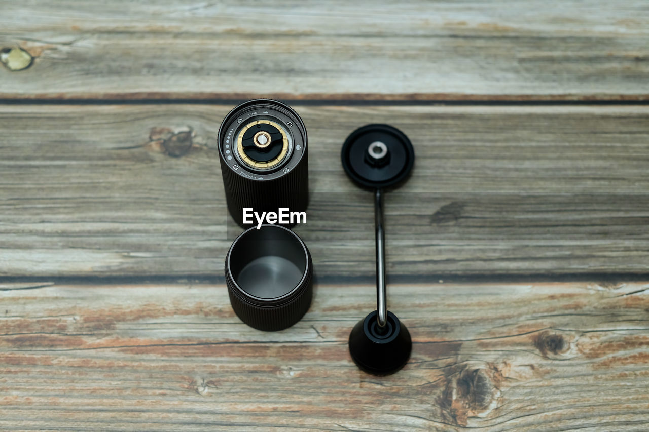 HIGH ANGLE VIEW OF CAMERA ON WOODEN TABLE