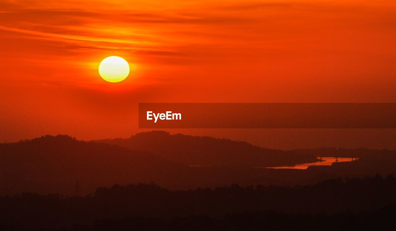sky, beauty in nature, scenics - nature, sunset, orange color, tranquil scene, tranquility, idyllic, sun, cloud - sky, silhouette, circle, nature, no people, non-urban scene, geometric shape, mountain, outdoors, majestic, shape, astronomy, eclipse, romantic sky