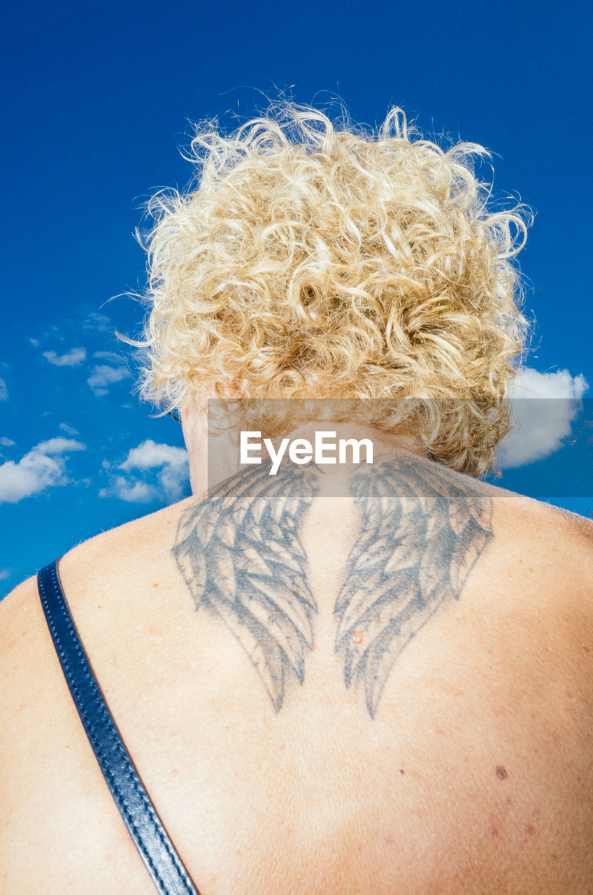 one person, blue, hair, adult, rear view, sky, headshot, hairstyle, women, portrait, shirtless, curly hair, blond hair, human body part, leisure activity, nature, close-up, day, human hair, blue background, beautiful woman