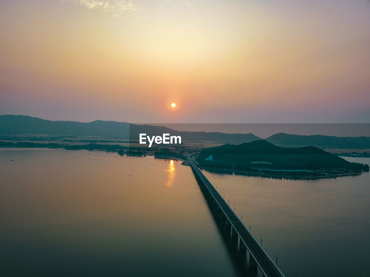 sky, water, sunset, scenics - nature, mountain, beauty in nature, tranquil scene, tranquility, sun, reflection, nature, non-urban scene, idyllic, lake, no people, mountain range, orange color, sunlight, waterfront, outdoors
