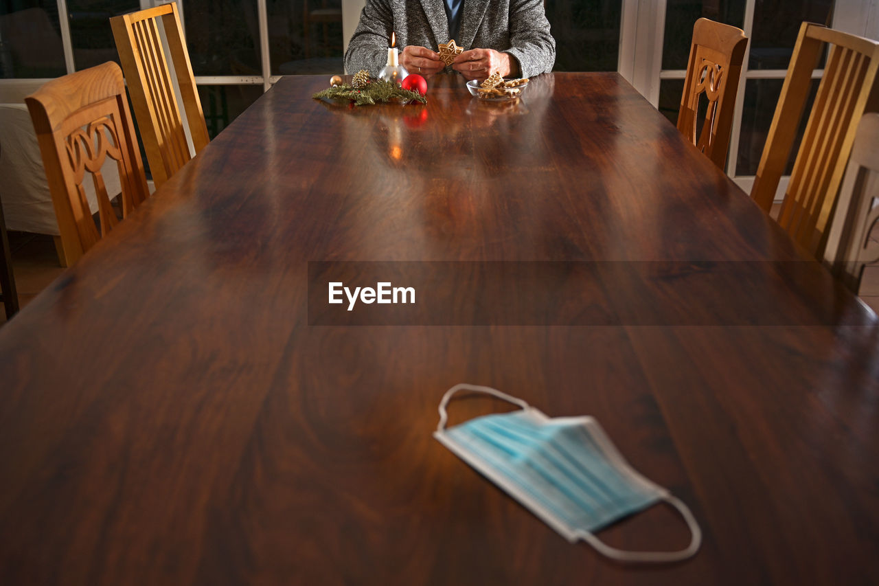 HIGH ANGLE VIEW OF MAN AND COFFEE ON TABLE