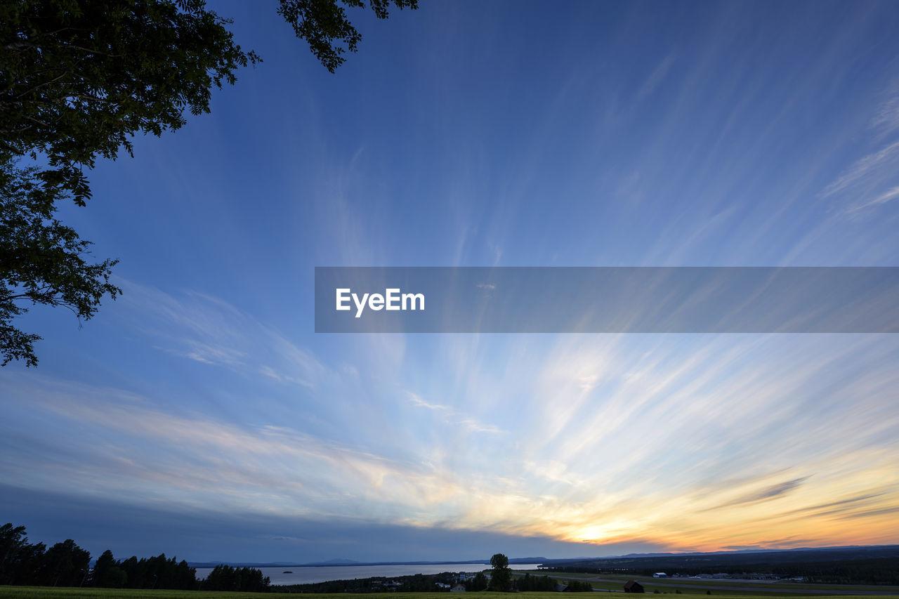 SCENIC VIEW OF VAPOR TRAIL IN SKY