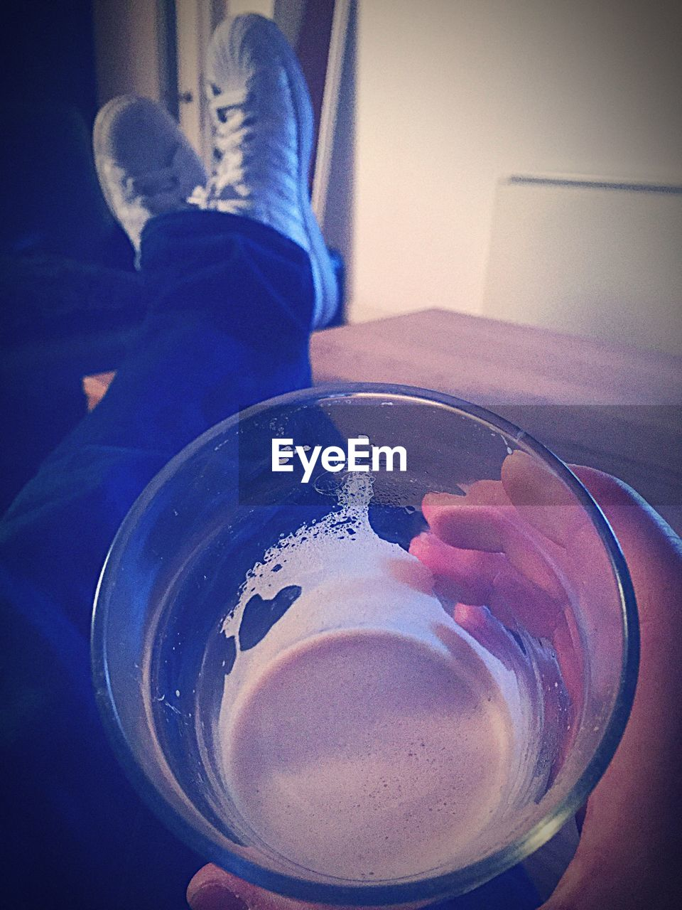 table, drink, indoors, drinking glass, food and drink, refreshment, close-up, plate, one person, real people, freshness, day, people