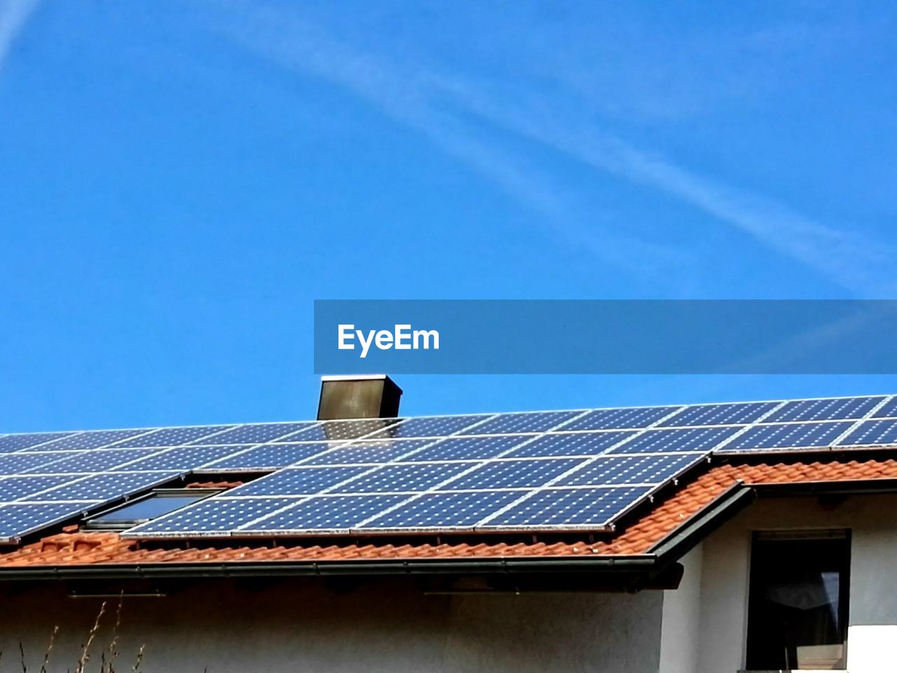 solar panel, solar energy, environmental conservation, fuel and power generation, alternative energy, roof, built structure, architecture, blue, no people, day, solar equipment, building exterior, technology, outdoors, clear sky, sky