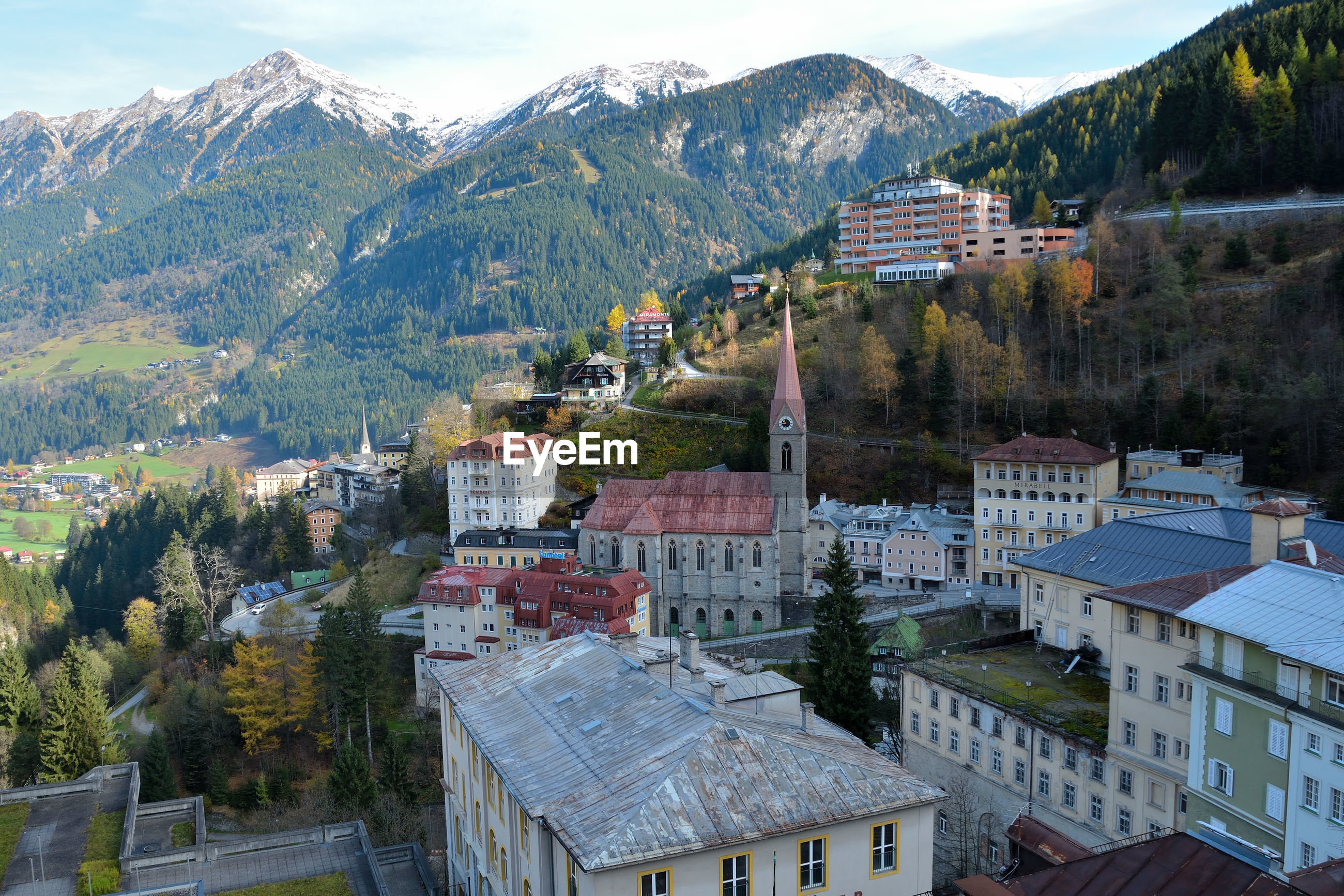 HIGH ANGLE VIEW OF TOWNSCAPE AND BUILDINGS
