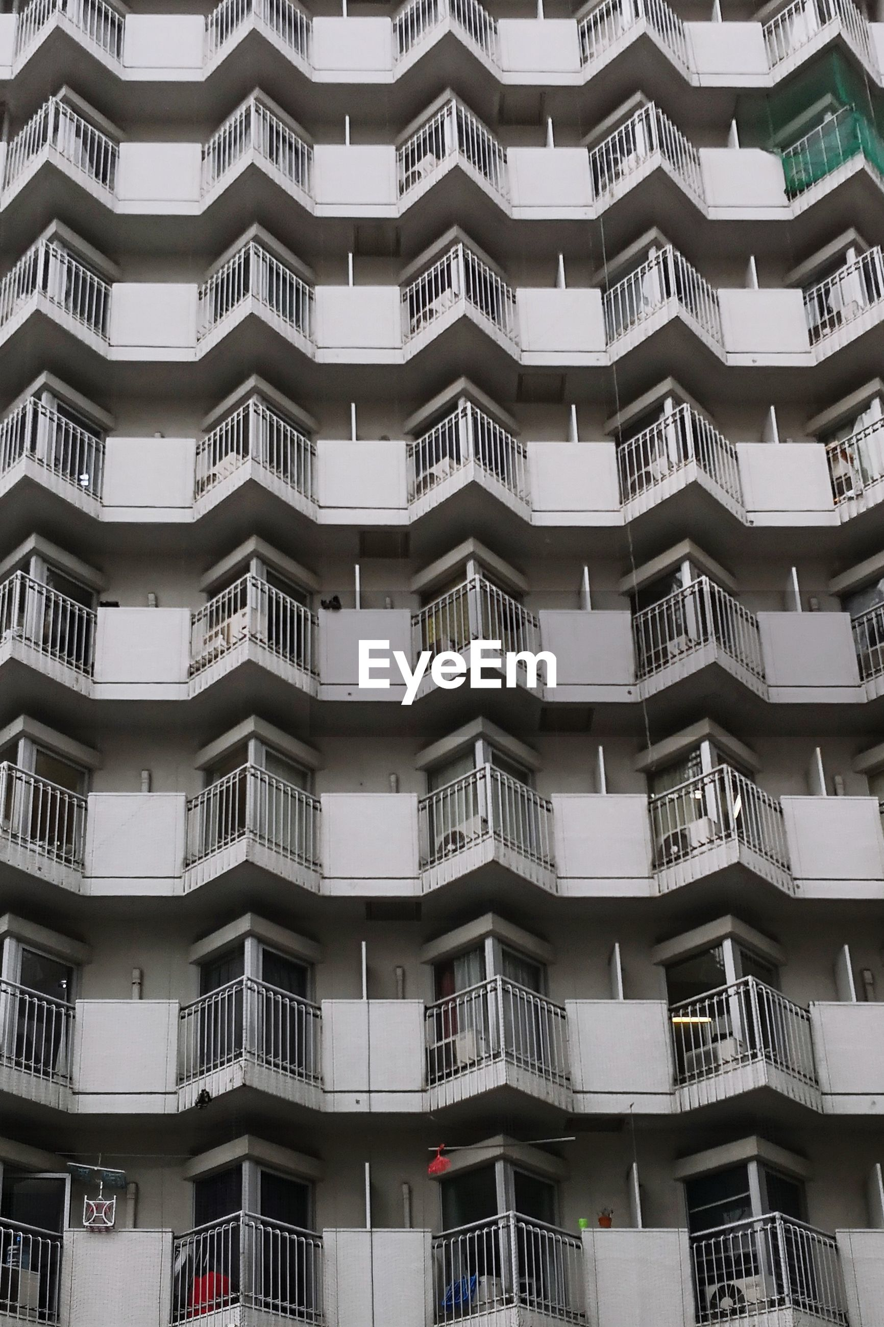 FULL FRAME SHOT OF APARTMENT BUILDING WITH WINDOWS
