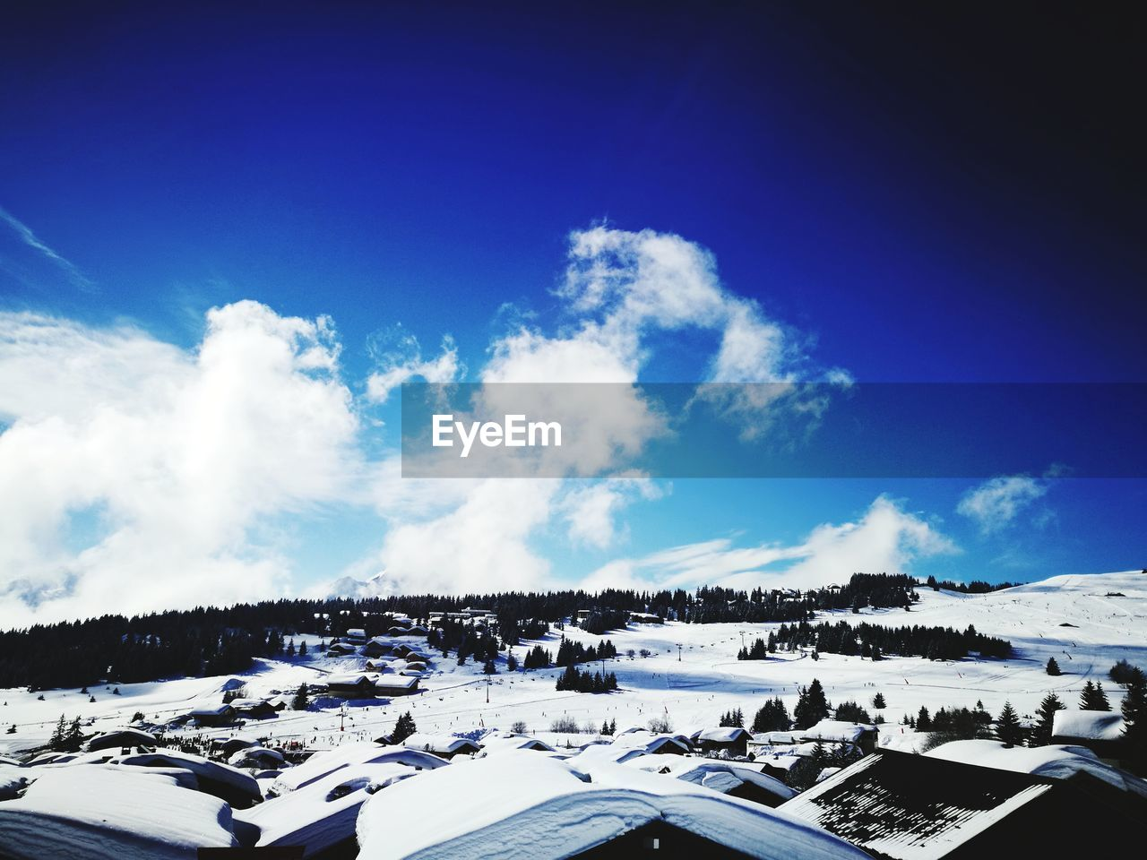 snow, winter, cold temperature, nature, weather, blue, cloud - sky, sky, scenics, white color, beauty in nature, day, outdoors, landscape, sunlight, mountain, tranquility, vacations, ski holiday, no people, ski lift