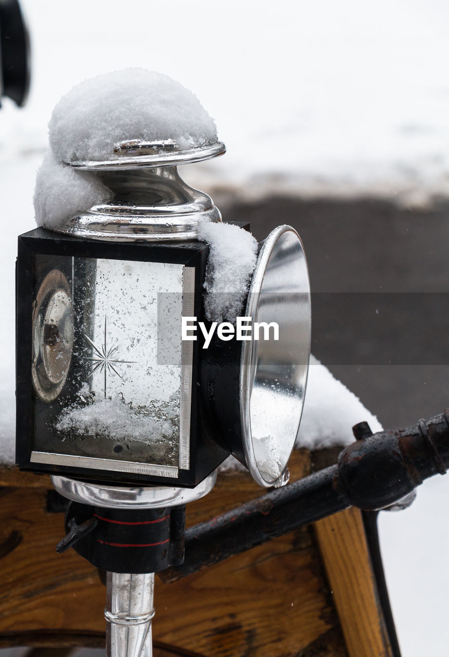 close-up, outdoors, focus on foreground, no people, day, cold temperature, technology, nature