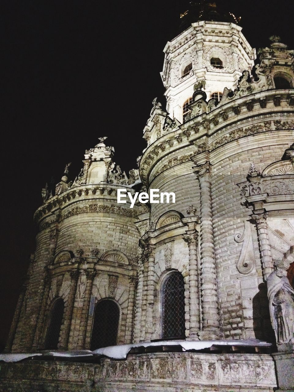 low angle view, architecture, built structure, building exterior, place of worship, history, spirituality, religion, outdoors, no people, travel destinations, night, sky