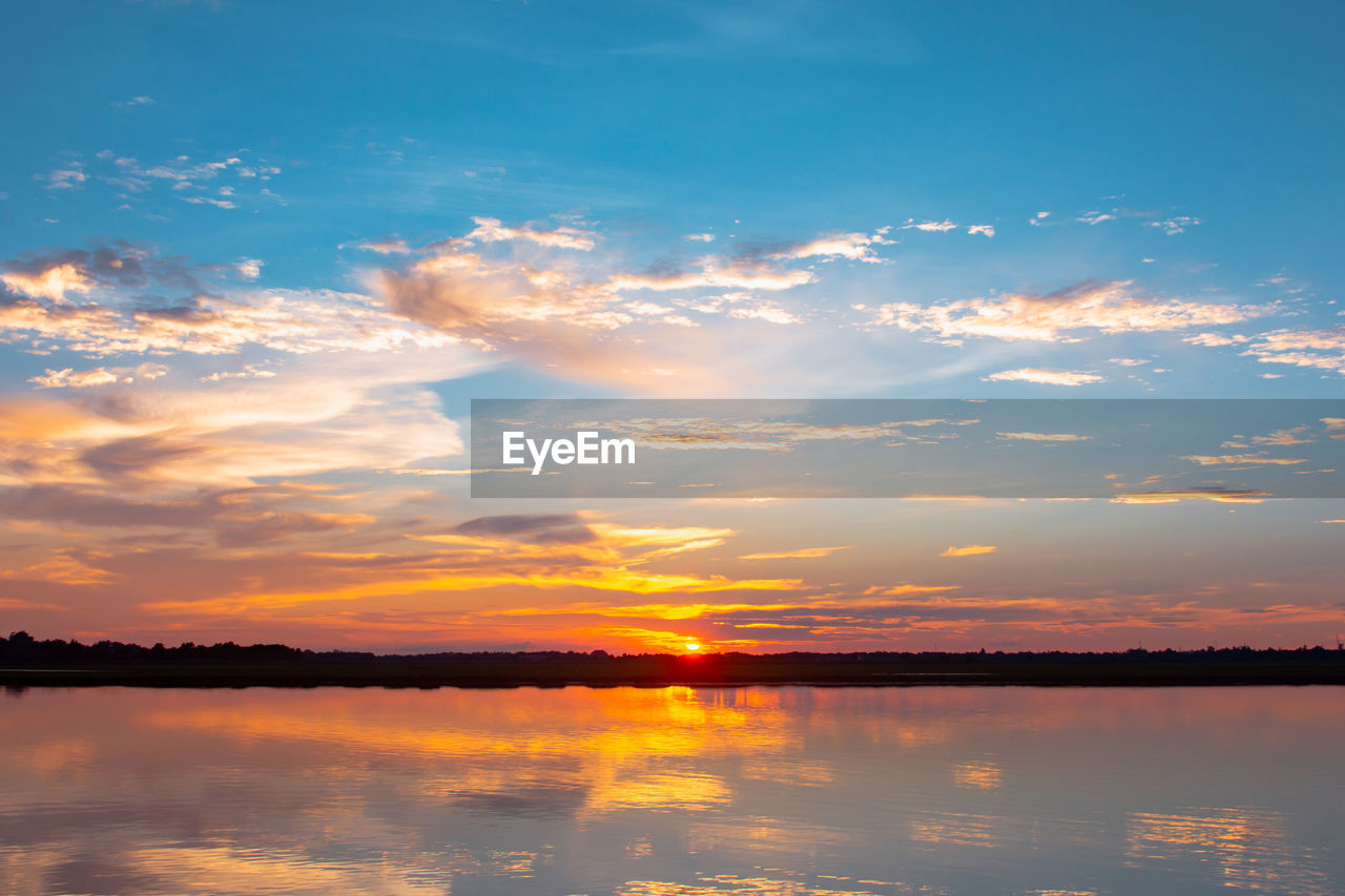 sky, sunset, cloud - sky, beauty in nature, tranquil scene, tranquility, scenics - nature, water, orange color, reflection, idyllic, lake, waterfront, nature, no people, non-urban scene, silhouette, outdoors, sunlight, romantic sky