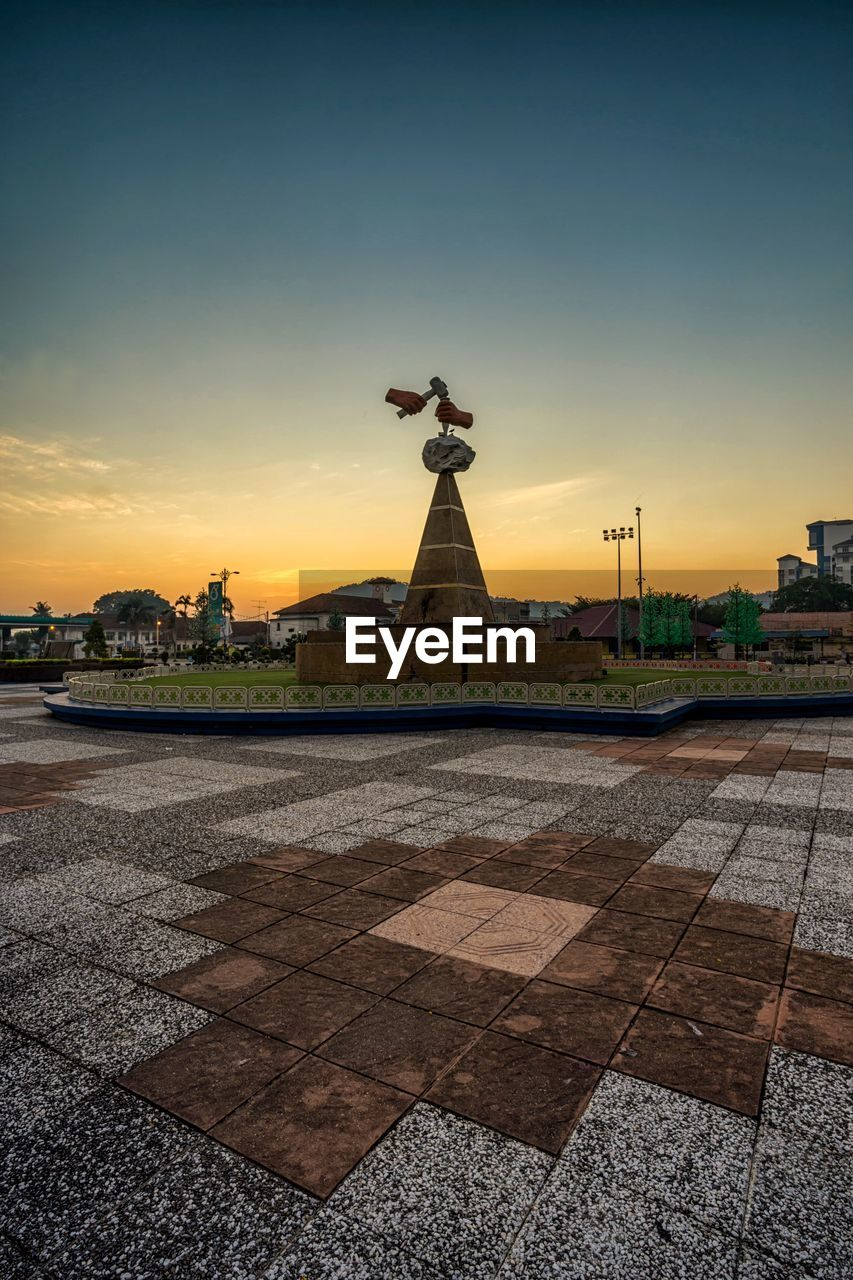 sky, sunset, architecture, built structure, building exterior, city, nature, no people, sculpture, orange color, building, religion, spirituality, statue, belief, art and craft, outdoors, history, the past, paving stone