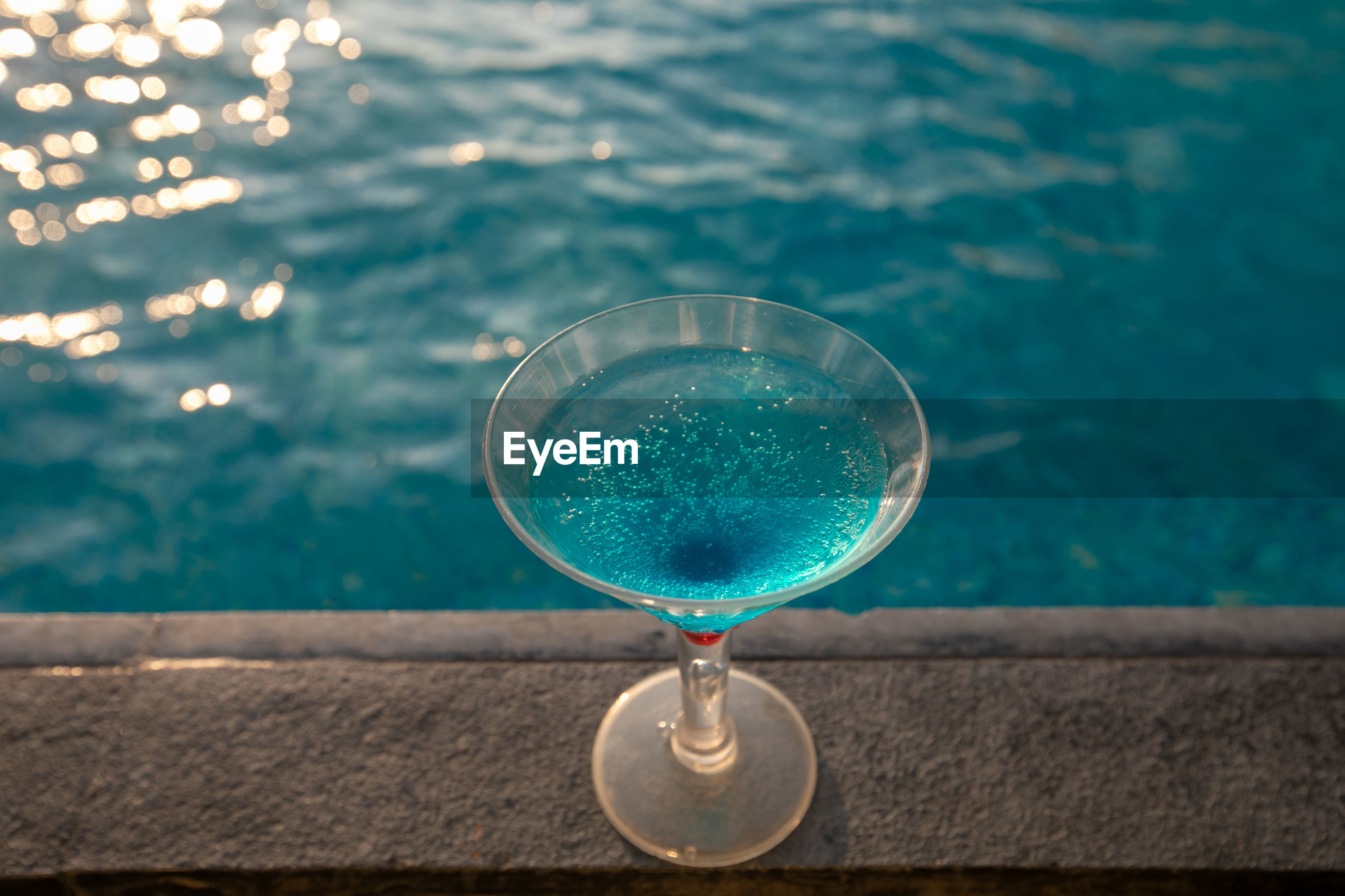 HIGH ANGLE VIEW OF DRINK IN WATER