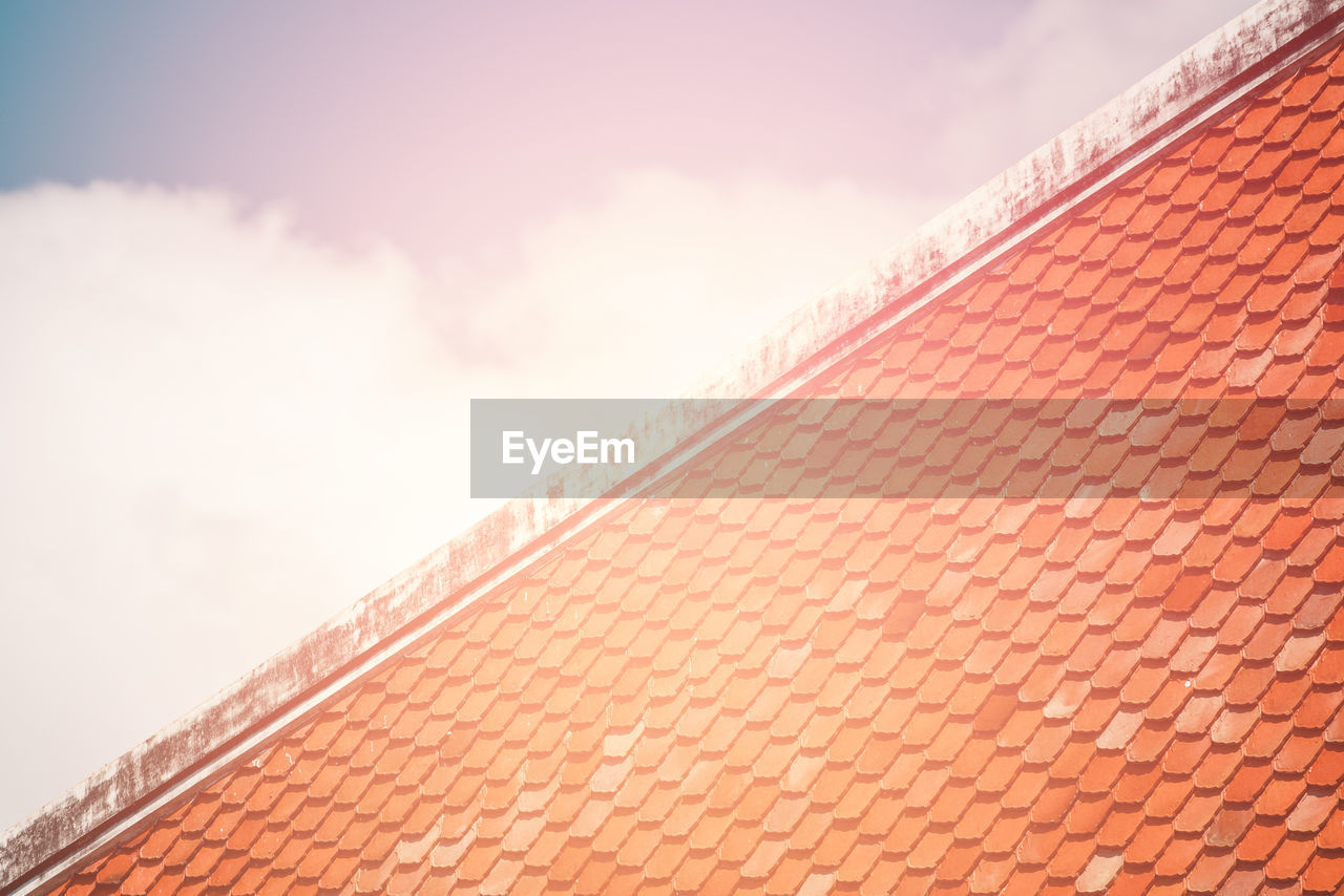 architecture, built structure, cloud - sky, building exterior, sky, low angle view, roof, nature, day, building, no people, outdoors, pattern, roof tile, high section, sunlight, red, city, brick, brick wall