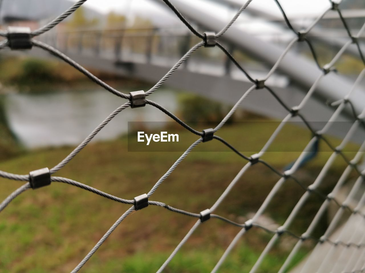 fence, focus on foreground, barrier, security, protection, boundary, safety, chainlink fence, day, pattern, full frame, metal, close-up, no people, nature, backgrounds, outdoors, sport, field, selective focus