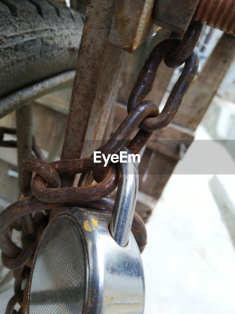 metal, close-up, chain, no people, strength, connection, rusty, protection, security, focus on foreground, safety, padlock, day, lock, outdoors, detail, transportation, still life, high angle view