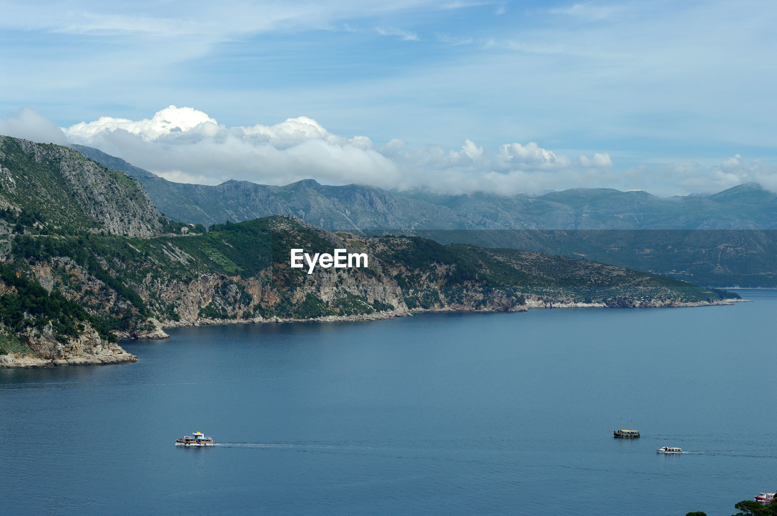 HIGH ANGLE VIEW OF SEA AND MOUNTAIN AGAINST SKY