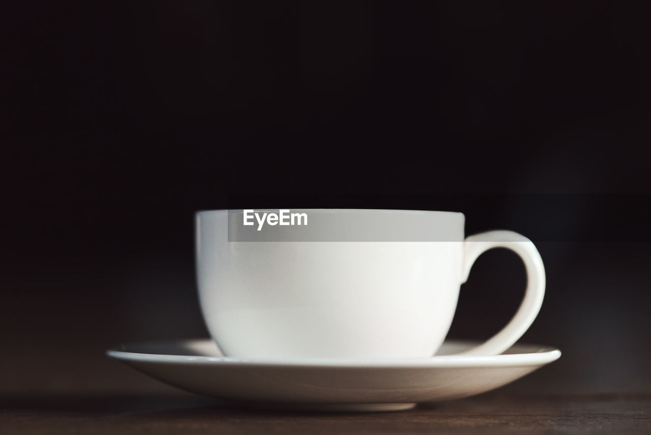 CLOSE-UP OF COFFEE CUP WITH BLACK TEA